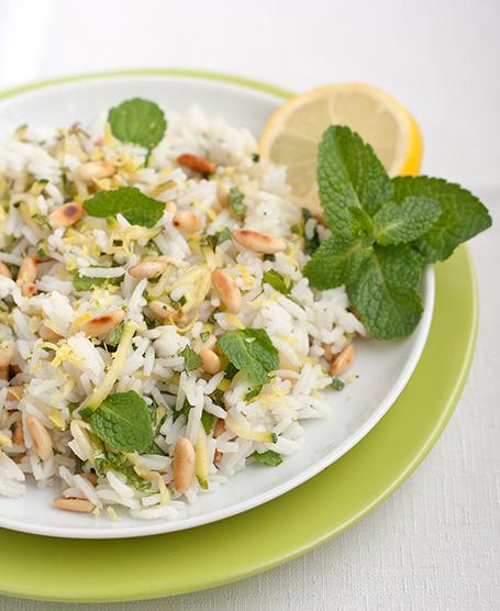 Riso jasmine con zucchine, pinoli, menta e scorza di limone