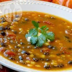 Zuppa rustica di zucca, fagioli e prosciutto