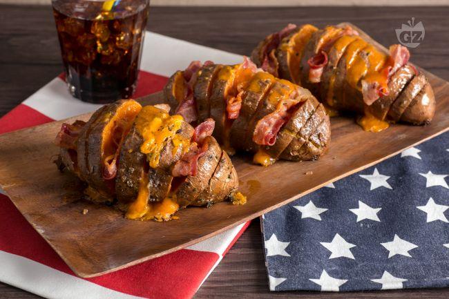 Ricetta patate americane con cheddar e bacon