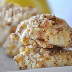 Biscotti al limone ricoperti di noci