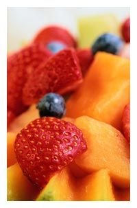 Ricetta macedonia di melone, frutti di bosco e basilico