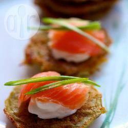 Latkes (frittelle) di patate con salmone affumicato