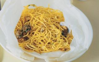 Ricetta spaghetti al cartoccio con vongole e bottarga