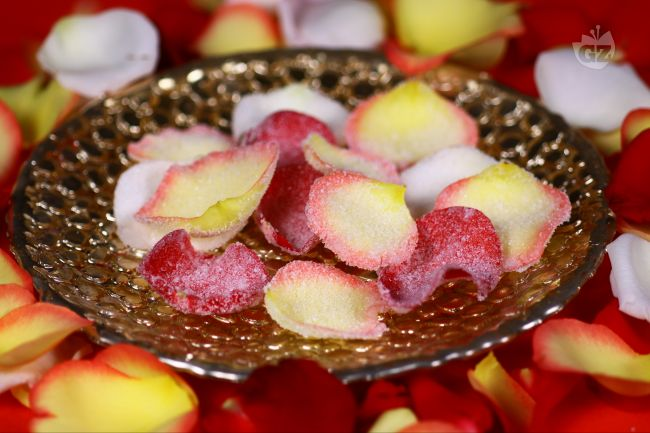 Ricetta petali di rosa brinati