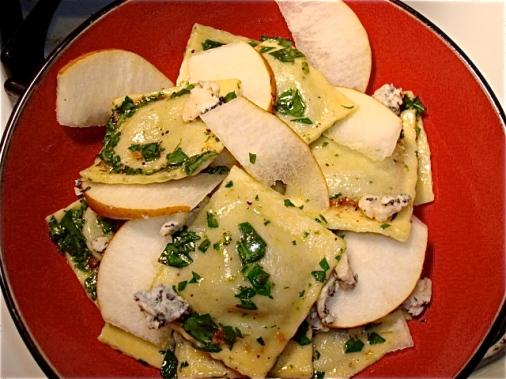 Ravioli al formaggio e pere