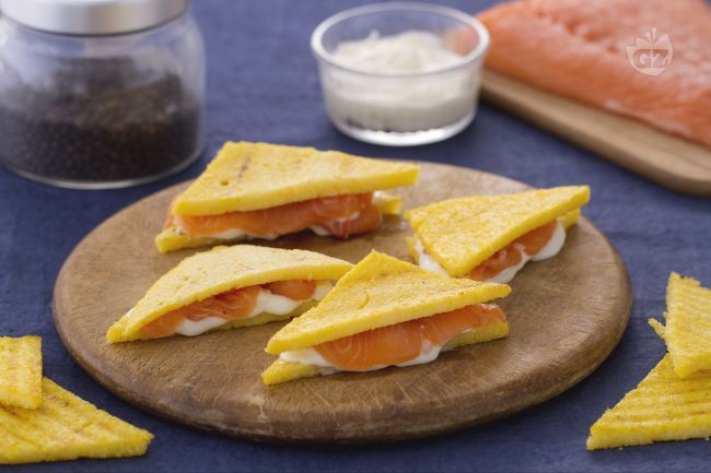 Ricetta sandwich di polenta con salmone e crescenza