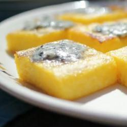 Cubetti di polenta con gorgonzola