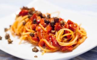 Ricetta spaghetti al pomodoro, vaniglia e capperi fritti
