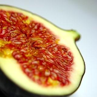 Ricetta spiedini di fichi, uva e prosciutto