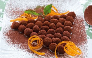 Ricetta grappolo d'uva al pan di spagna e cacao