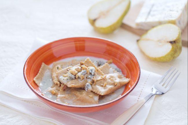 Ricetta ravioli integrali ripieni con gorgonzola e dadolata di pere ...
