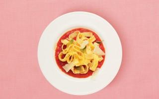 """Ricetta """"tagliatelle"""" di frittata con salsa al pomodoro"""