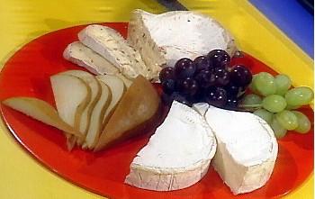 Mix di formaggi con pere e uva