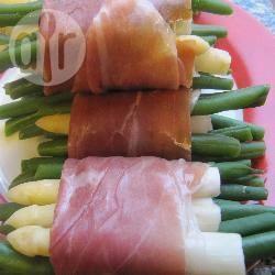 Involtini di fagiolini e asparagi bianchi in prosciutto di parma™ con ...