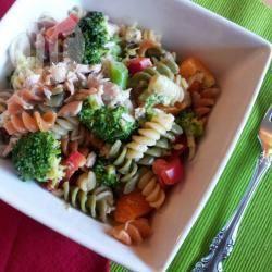 Insalata di pasta con tonno e broccoli