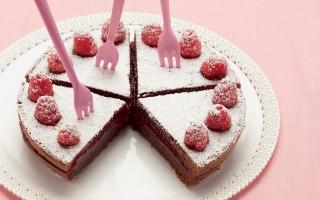 Ricetta torta al cioccolato con confettura di lamponi