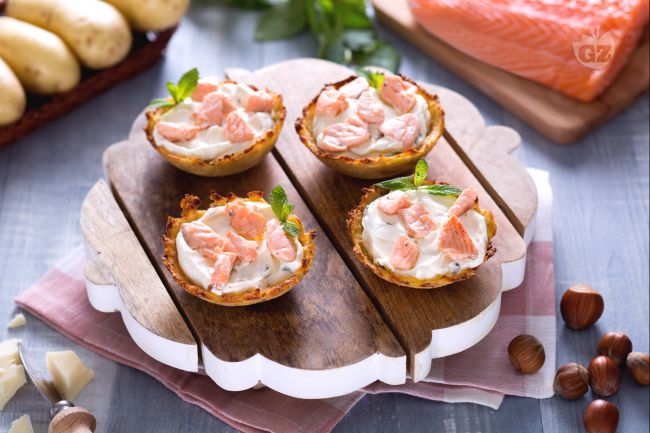 Ricetta cestini di patate ripiene di salmone