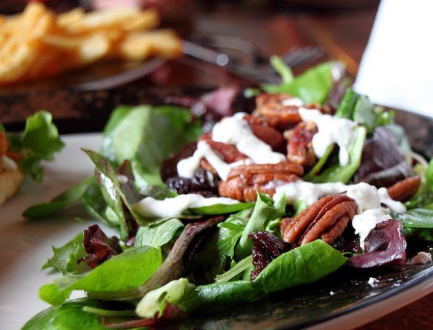 Ricetta insalata con noci pecan e stracciatella