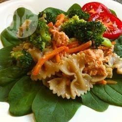 Pasta fredda con broccoli e salmone