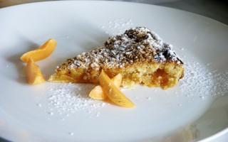 Ricetta torta di albicocche con crumble al cocco