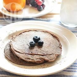Pancakes con banane, mirtilli e semi di chia