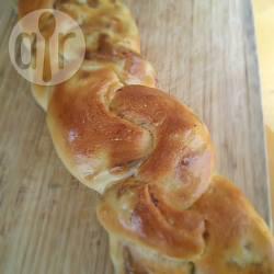Treccia di pan brioche ai carciofi