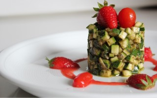 Ricetta tartare di zucchine con fragole e pomodori