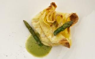 Ricetta fagottini di crespella con ricotta alle erbe e punte di asparagi
