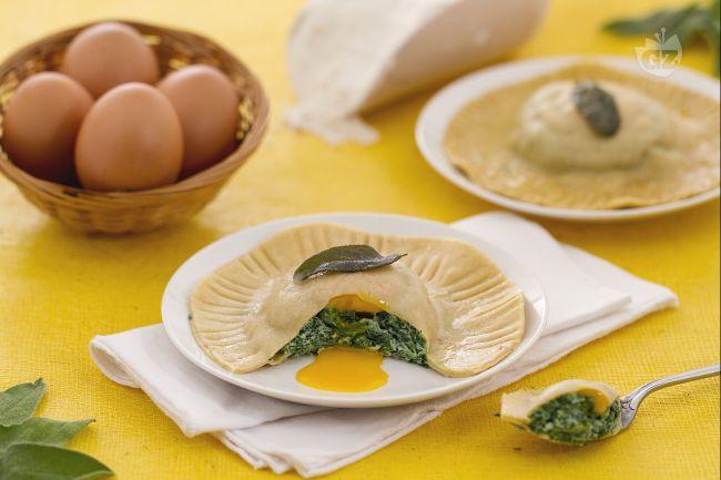 Ricetta raviolone al tuorlo fondente con ricotta e spinaci