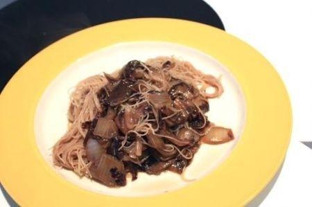 Ricetta spaghetti di riso con il radicchio rosso