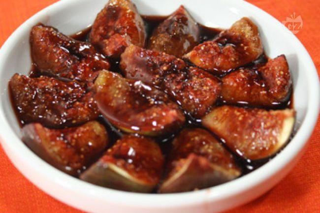 Ricetta fichi in salsa di vino rosso, miele e cannella