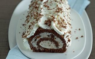 Ricetta rotolo di cioccolato con panna e marron glacè