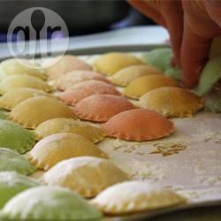 Ravioli tricolore ripieni di ricotta e spinaci