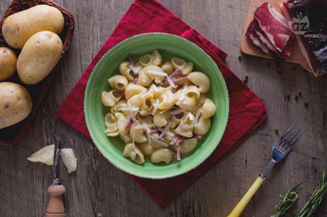 Ricetta pipe rigate speck e patate