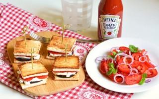 Ricetta mini toast vegetariano e pomodori alla menta
