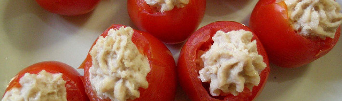 Ricetta pomodori ripieni di crema di tonno e polpa di granchio ...