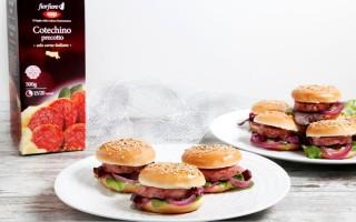 Ricetta mini burger di cotechino, cipolla rossa caramellata, gelatina ...