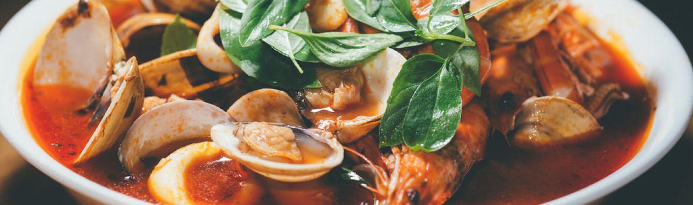 Ricetta zuppa di pesce con pane e pinoli