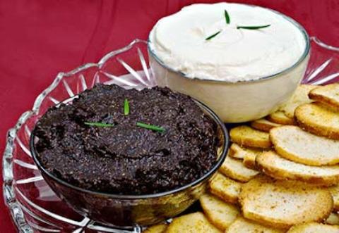 Crostini di crema di tartufo nero ed acciughe