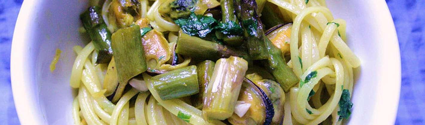 Ricetta spaghetti con asparagi e cozze